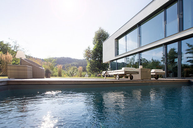 Modern Pools by BAU-WERK-STADT Architekten Thomas Bechtold