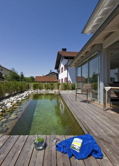 Rustikal Pools by Regnauer Hausbau GmbH & Co. KG