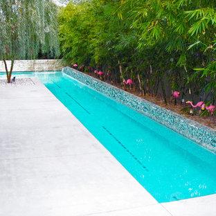 Foto di una piscina monocorsia moderna