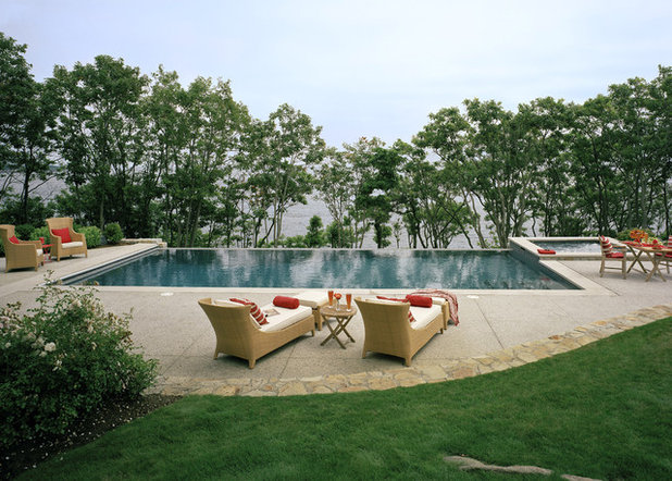 Traditional Pool by SV Design