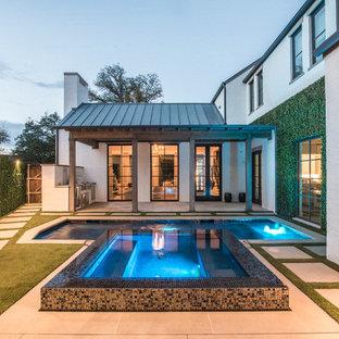 Gefliester, Kleiner Moderner Pool hinter dem Haus in rechteckiger Form in Dallas