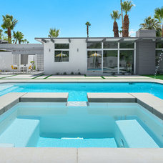 Modern Pool by H3K Design