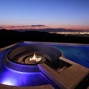 Foto de piscina con fuente infinita, moderna, de tamaño medio, a medida, en azotea