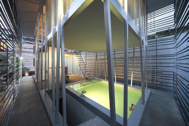 Contemporary Pool Hojo