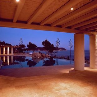 他の地域の地中海スタイルのおしゃれなプールの写真