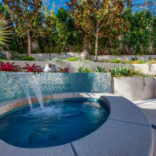 Example of a trendy hot tub design in Los Angeles