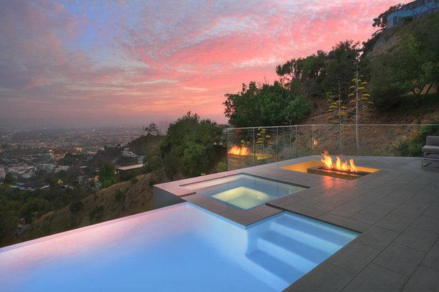 Modern Pool by Los Angeles Pool Builders, Inc