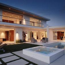 Modern Pool by Drake Construction, Inc.