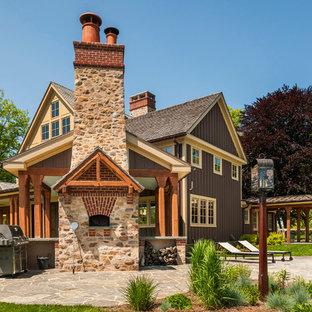 Foto de piscina de estilo de casa de campo, tipo riñón, en patio trasero, con adoquines de piedra natural