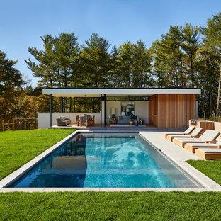 Diseño de casa de la piscina y piscina vintage, rectangular, en patio trasero