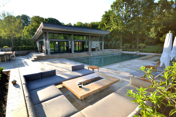 Modern Pool by Town & Country Pools, Inc.