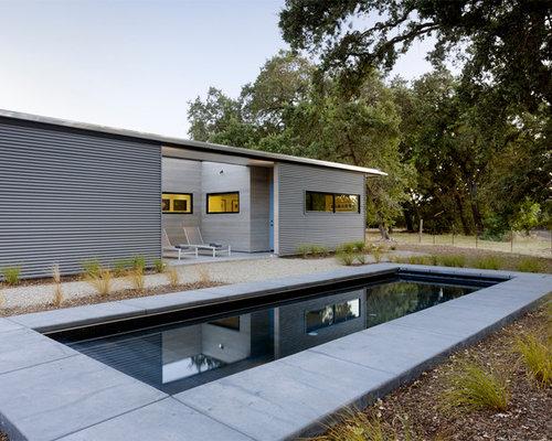 foto de piscina con fuente alargada minimalista pequea rectangular en patio delantero