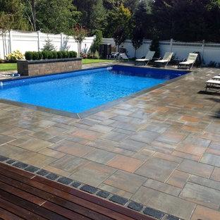 Modelo de casa de la piscina y piscina elevada, de estilo zen, de tamaño medio, rectangular, en patio delantero, con suelo de baldosas