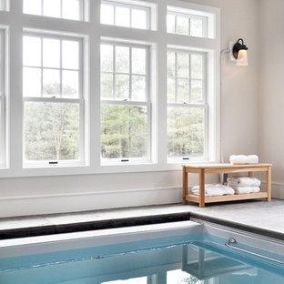 Foto de casa de la piscina y piscina clásica, pequeña, interior y rectangular, con suelo de hormigón estampado
