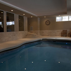 Traditional Pool by Gryboski Builders Inc.