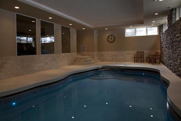 Traditional Pool by Gryboski Builders Inc.