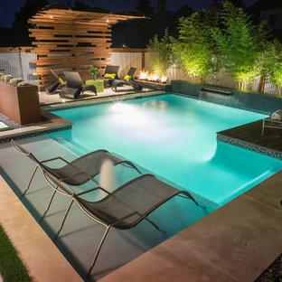 Ejemplo de piscina urbana, pequeña, rectangular, en patio trasero, con adoquines de hormigón
