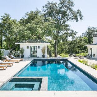 Diseño de casa de la piscina y piscina actual, rectangular, con losas de hormigón