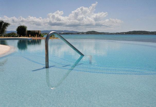 Tropical Pool by MCM Design