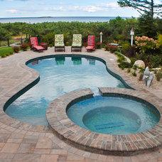 Modern Pool by Northern Pool & Spa