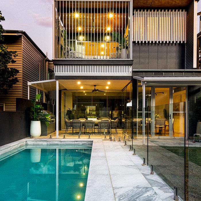Teneriffe House / Inner City Living At Dusk