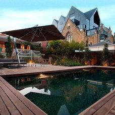 Contemporary Pool by Aloha Pools Pty Ltd