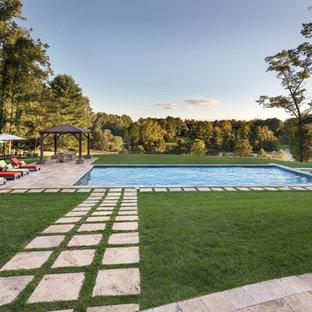 Imagen de piscinas y jacuzzis alargados, actuales, rectangulares, en patio trasero, con suelo de baldosas