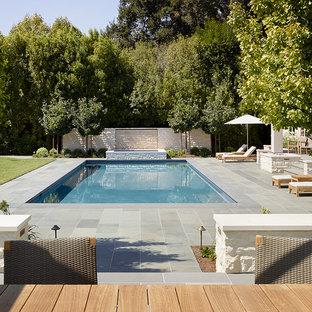 Imagen de piscinas y jacuzzis alargados, actuales, de tamaño medio, rectangulares, en patio trasero, con suelo de baldosas