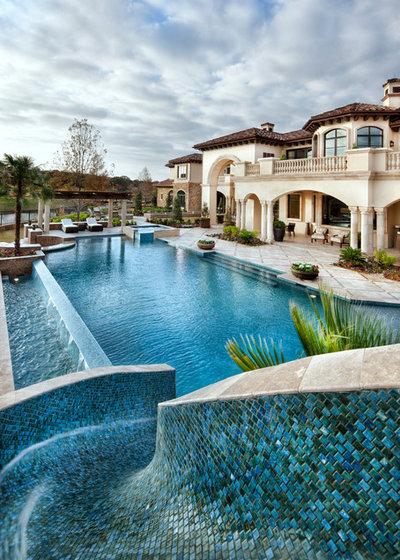 Pool by JAUREGUI Architecture Interiors Construction
