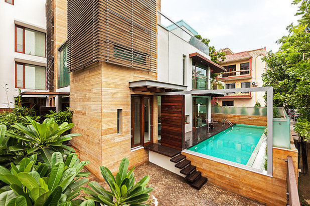 Contemporary Swimming Pool by Kumar Moorthy & Associates