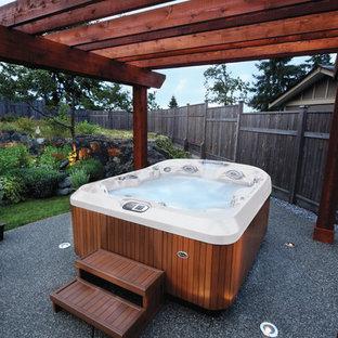 Foto de piscinas y jacuzzis elevados, tradicionales, pequeños, rectangulares, en patio trasero, con gravilla
