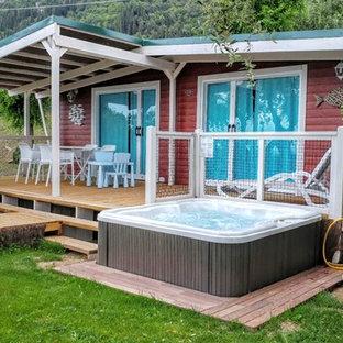 Foto di una piccola piscina fuori terra classica rettangolare dietro casa con una vasca idromassaggio e pedane
