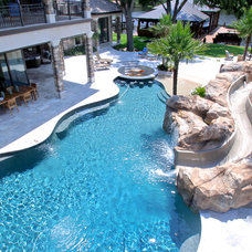 Tropical Pool by Lendry Homes