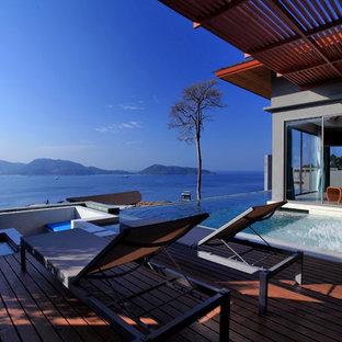 Modelo de casa de la piscina y piscina infinita, exótica, pequeña, rectangular, con suelo de baldosas