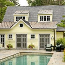 Traditional Pool by Jarrett Vaughan Builders, Inc.