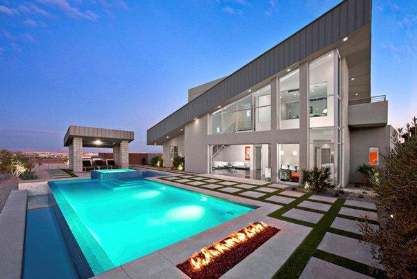 Modern Pool by Knaak Design Group