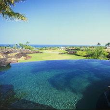 Tropical Pool by Shigetomi Pratt Architects, Inc.