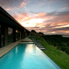 Contemporary Pool by Daniel Marshall Architect