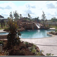 Traditional Pool by AARCON Construction and Remodeling