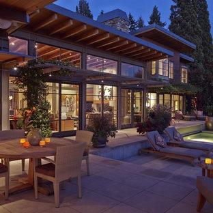 Foto de piscinas y jacuzzis alargados, contemporáneos, grandes, rectangulares, en patio trasero, con adoquines de hormigón