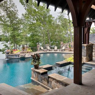 Diseño de piscinas y jacuzzis rurales, tipo riñón, en patio trasero, con adoquines de piedra natural