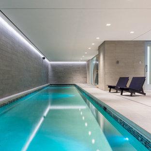 Modelo de piscina alargada, minimalista, interior y rectangular, con suelo de baldosas
