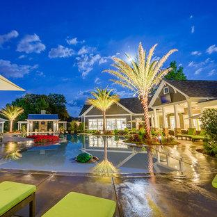 Ejemplo de casa de la piscina y piscina alargada, marinera, extra grande, a medida, en patio trasero, con adoquines de hormigón