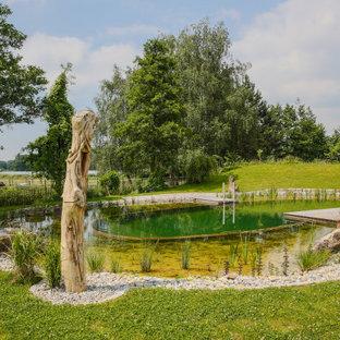 Landhaus Schwimmteich hinter dem Haus in Stuttgart