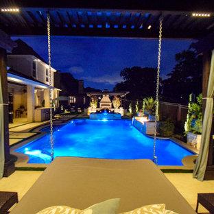 Foto de piscina con fuente alargada, contemporánea, de tamaño medio, a medida, en patio trasero, con adoquines de piedra natural