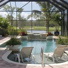 Traditional Pool by Wyman Stokes Builder LLC