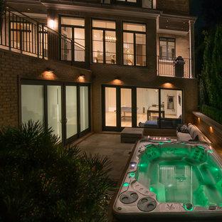 Foto de piscinas y jacuzzis vintage, pequeños, rectangulares, en patio trasero, con suelo de baldosas