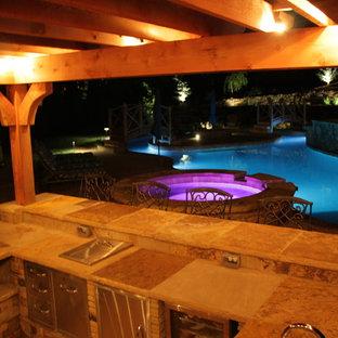 Diseño de piscina con fuente natural, rural, extra grande, a medida, en patio trasero