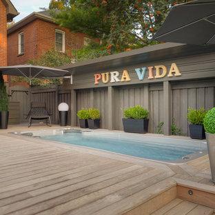 Idee per una grande piscina monocorsia costiera rettangolare dietro casa con una vasca idromassaggio e pedane