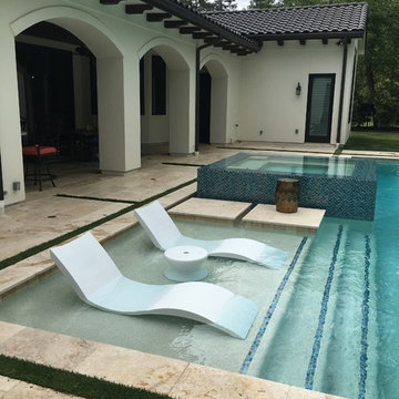 Ledge Lounger in-pool Chaise